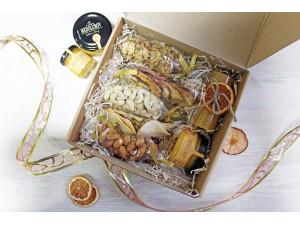 """Подарочный набор """"С орешками и мёдом новогодний"""""""